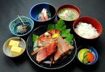 金目鯛煮付定食 2000円の写真
