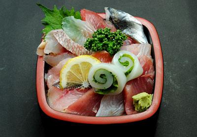 地魚丼 2200円の写真